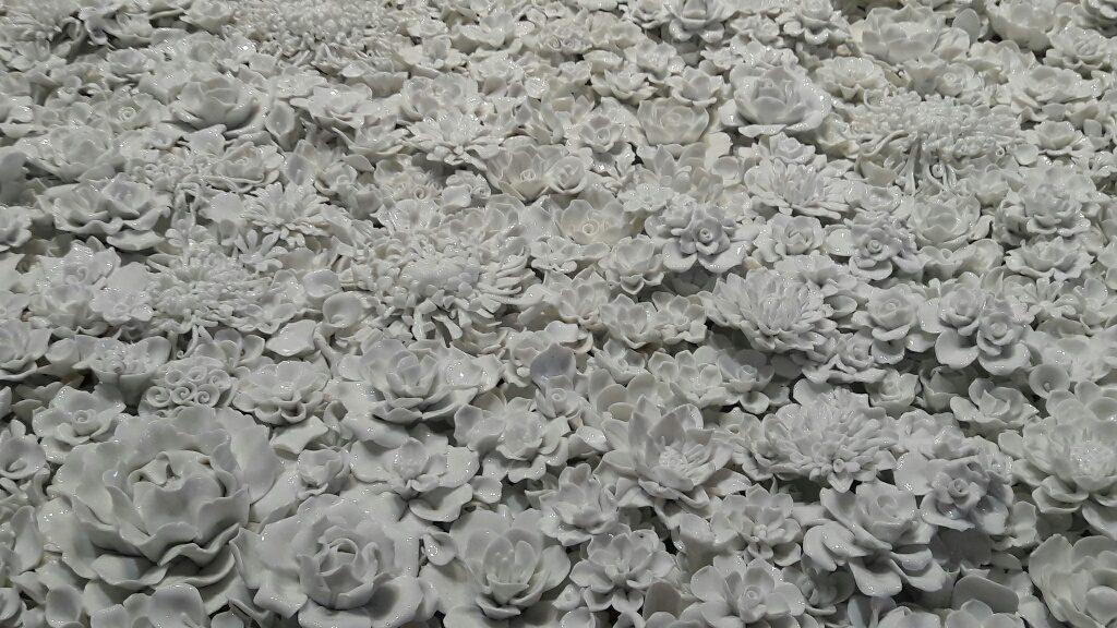 Fiori in porcellana bianca Ai Weiwei