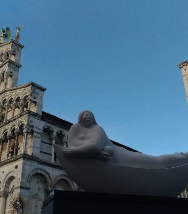 Le sculture di Deredia in giro per Lucca