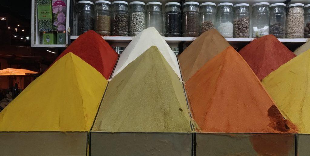 Marrakesh Marocco piramidi di spezie nella medina