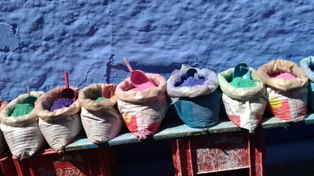 Marocco Chefchaouen banchino di spezie