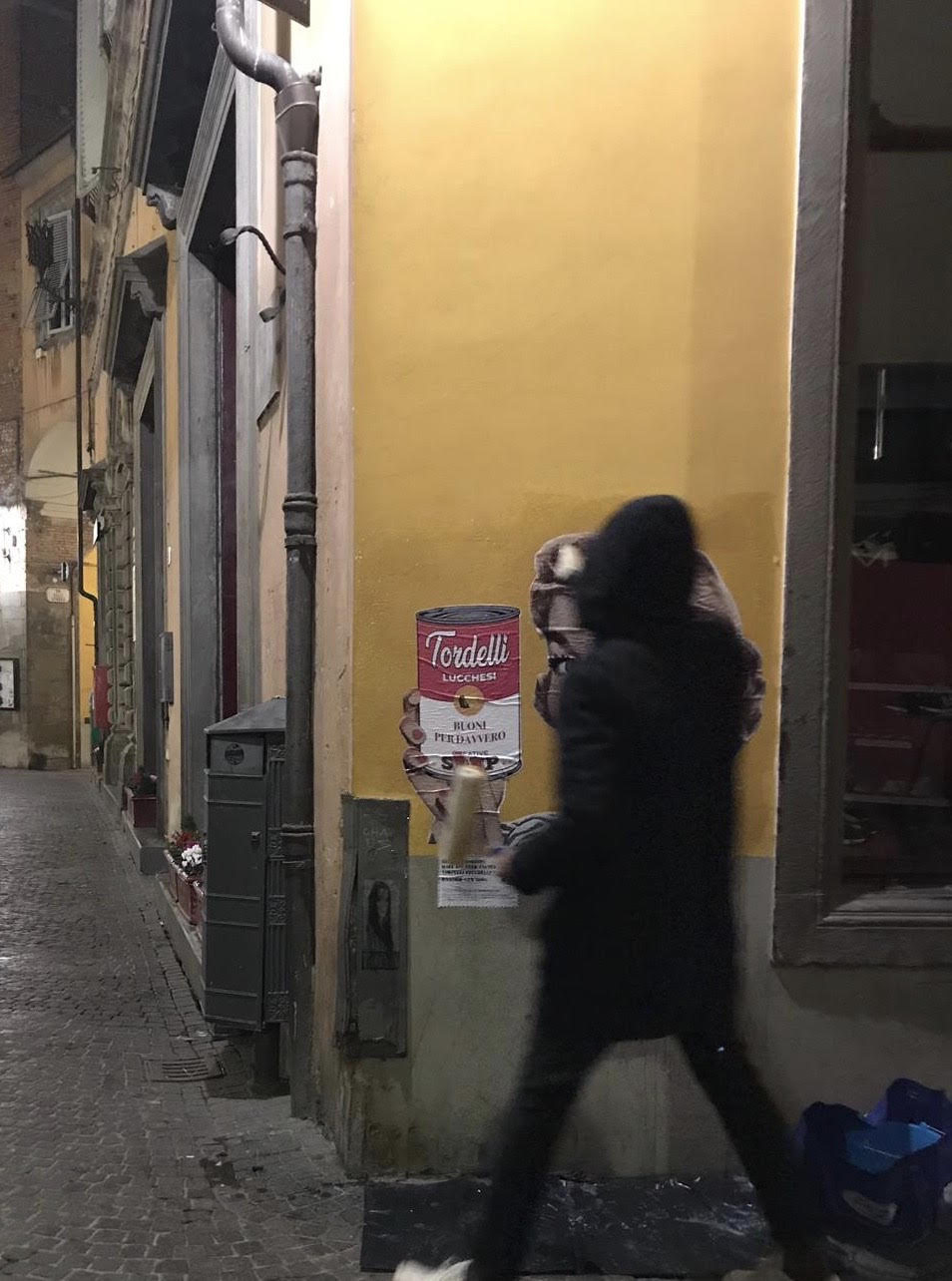 Lucca RandomGuy streetart