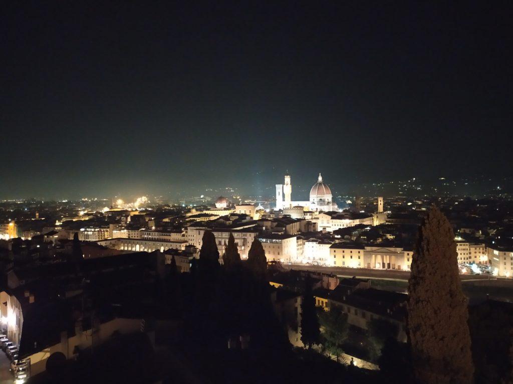 Vista Firenze nottura da Villa Bardini