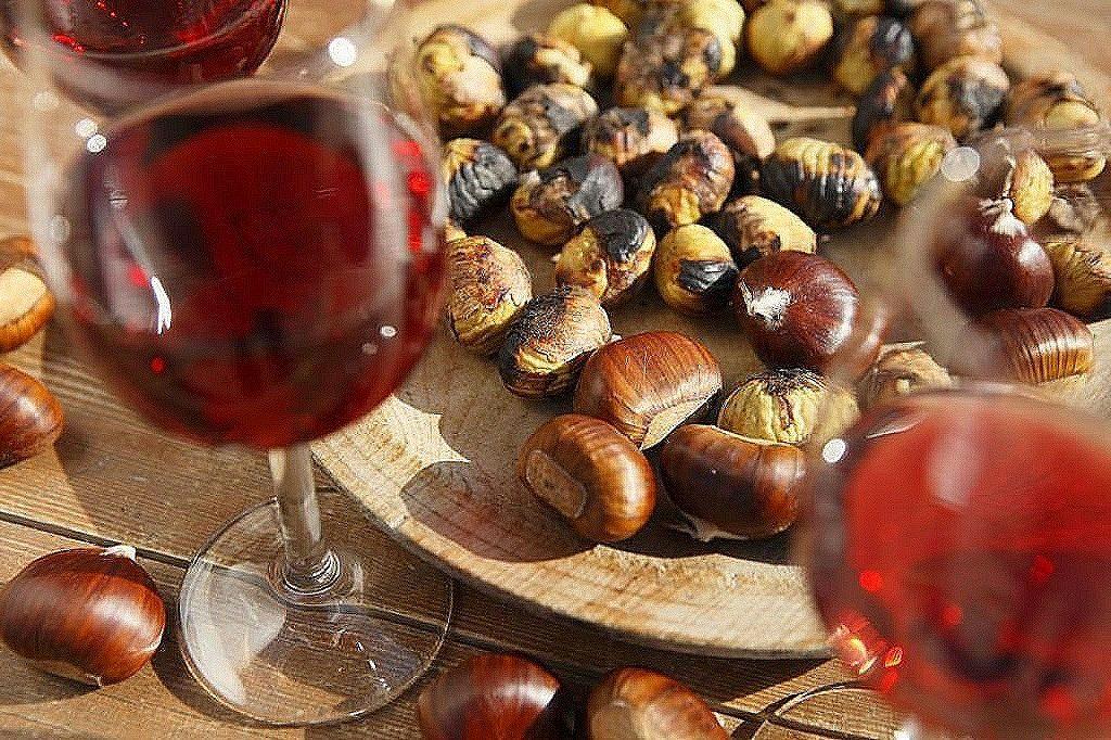 Vino rosso e castagne autunno