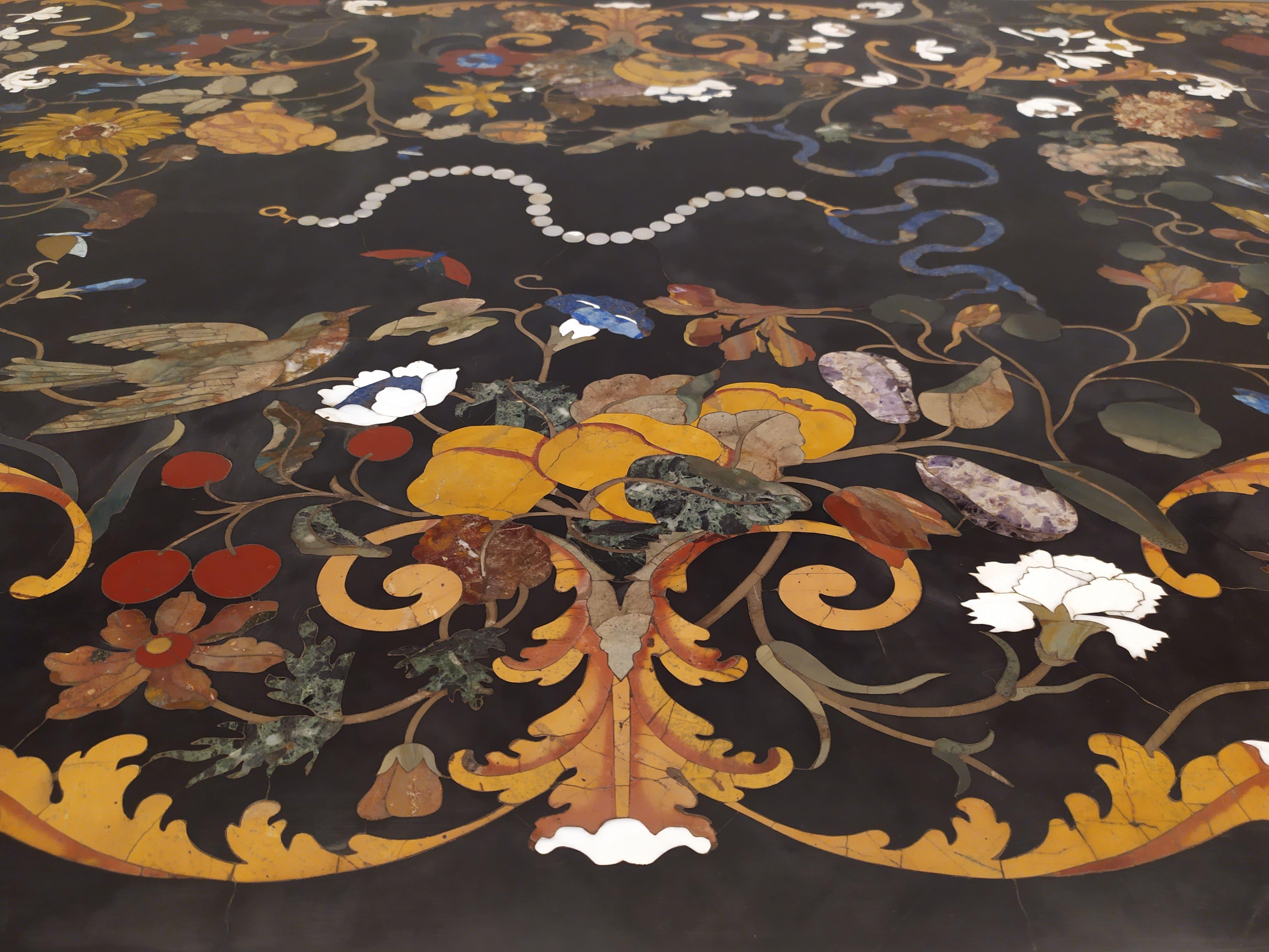 Tavolo in pietre dure realizzato all'Opificio