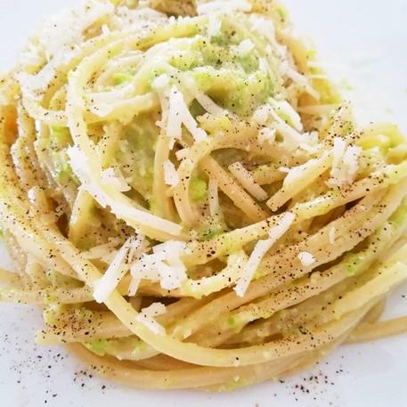 spaghetti e fave fresche
