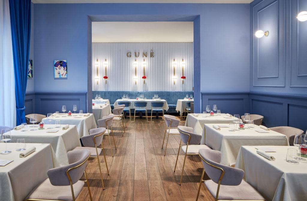 Gli eleganti interni del ristorante Gunè a Firenze studiati da Ilaria Legato insieme al patron Nicola Langone